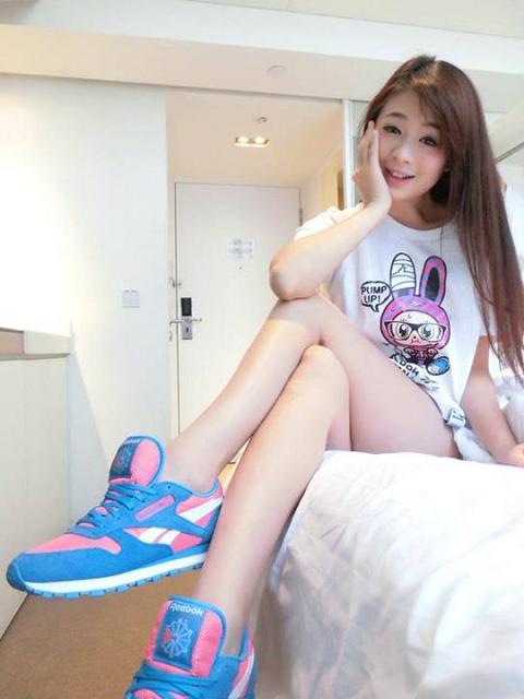 耶~今天要來去踏青~運動風妞妞可愛嗎?