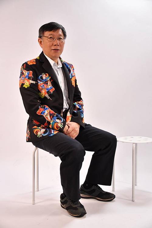 台北市長柯文哲穿著獨立品牌Sabrina Hsieh西裝外套