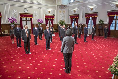 總統主持新任行政院政務人員及駐外大使宣誓典禮