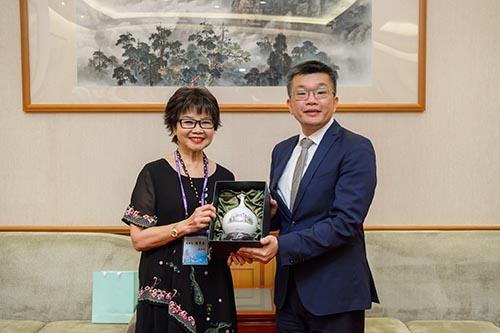世界台灣商會聯合總會第24屆回國訪問團拜訪立法院