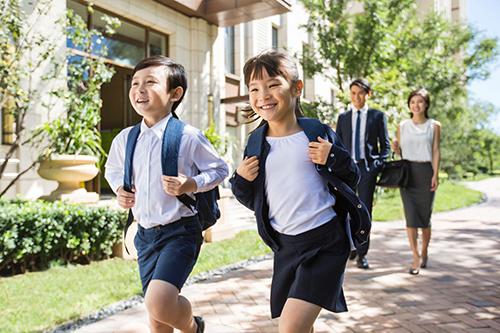 迎接新學期,全球人壽提醒父母檢視保單,家長與孩子保障不空窗。(全球人壽提供)