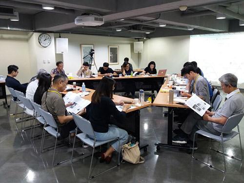 本場次邀約16名來自藝術、文化資產、人權等專業領域的參與者共同討論