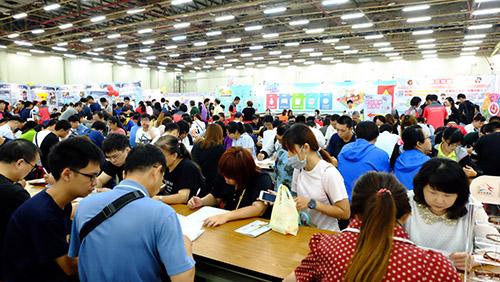 台中市就業嘉年華台中世貿登場 媒合率近5成