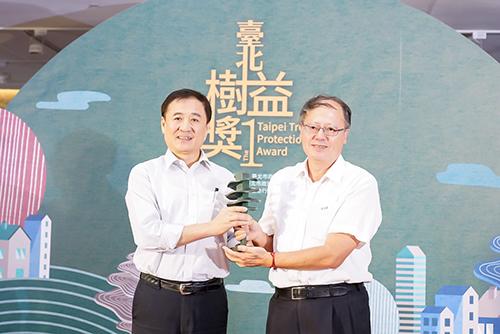 台北唯一受保護魚木 台電護樹獲北市首屆樹木保護獎