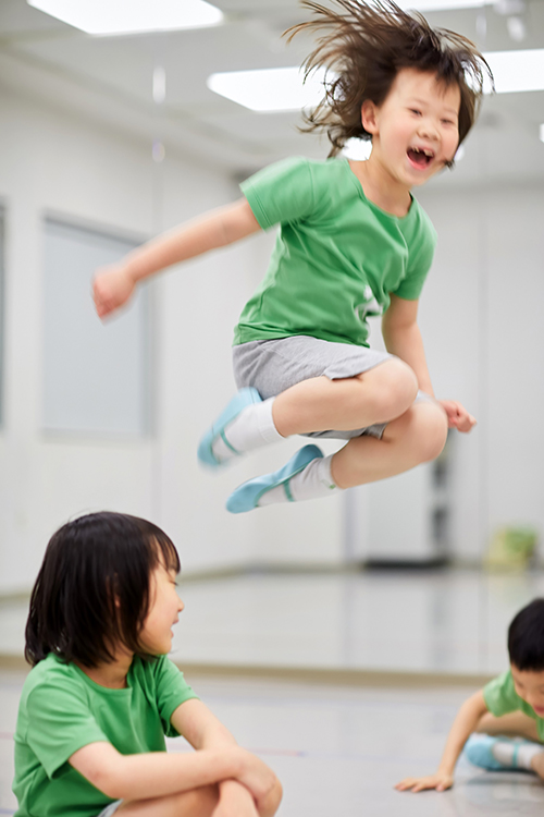 「動身體,做自己」的孩子,對生命永遠熱情,對世界好奇探索永無止歇。(照片,雲門教室提供)