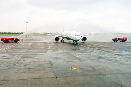 長榮航空首架波音787-9夢幻客機正式抵台