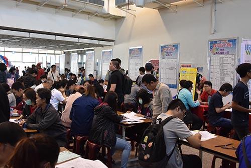 南投縣就業博覽會2,000個職缺 民眾求職踴躍