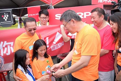 台北市長柯文哲:感謝電器公會扶助社會福利事業