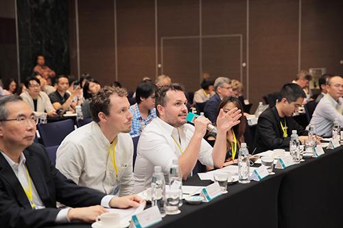 台北市媒合會評審問答照片(左1)聯訊創投 周德虔 總經理、(左2) Doede M. Holtkamp 荷蘭XRBase加速器、(左3) Michael Wojcieszek 香港Betatron加速器。
