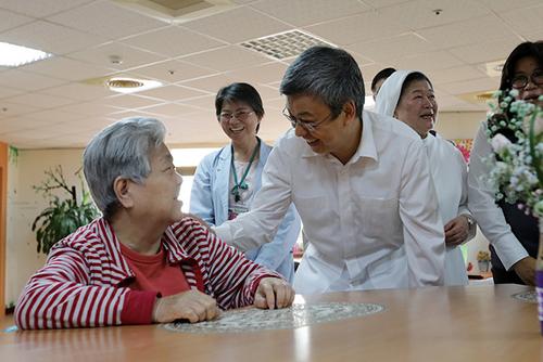 副總統陳建仁肯定聖馬爾定醫院老人照顧服務