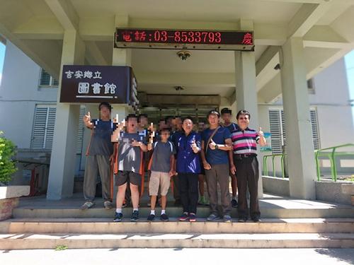 花特學生於吉安鄉圖書館進行社區服務