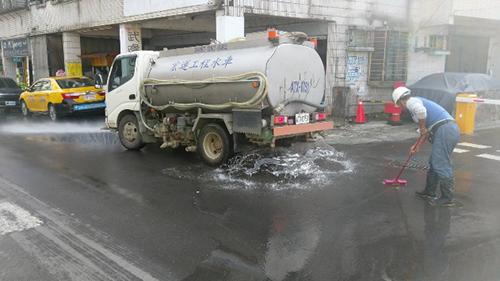 基隆市道路洗掃除揚塵,空品管制有效率