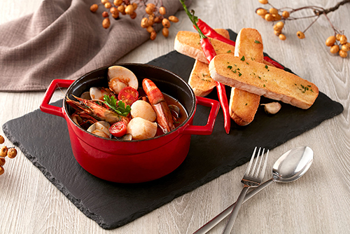 托斯卡納風格辣味燉煮海鮮襯蒜味普切塔
