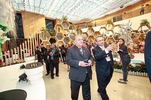 台中市諾魯共和國總統瓦卡參觀台中花博馬場園區