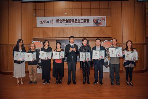 新北市教育局副局長蔣偉民到場頒獎