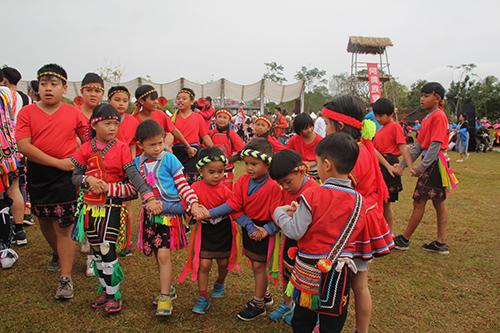 全國首次寒假豐年祭 台東縱谷500位阿美族人盛裝登場
