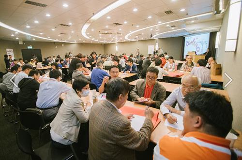 教育部107年10月13日全國大學程式設計教師經驗交流觀摩會(世界咖啡館分組討論 與會教師熱烈參與)