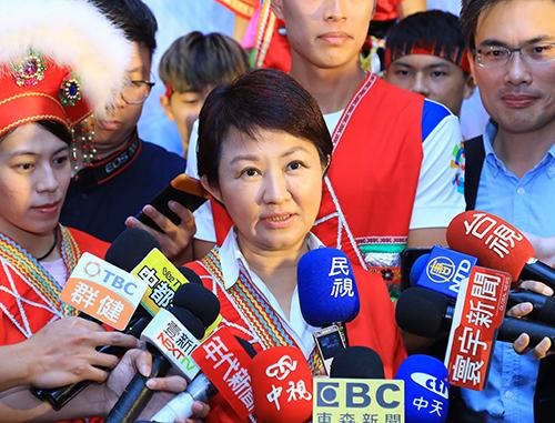 台中市盧市長在原住民族運動會記者會後接受媒體訪問