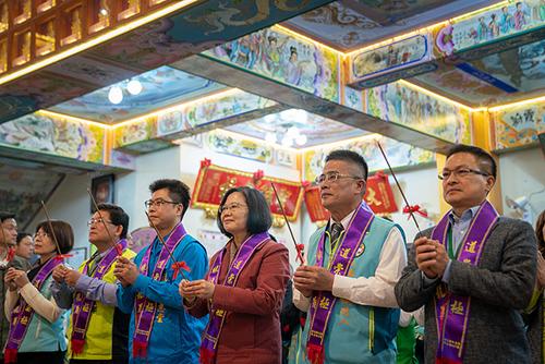 總統蔡英文參拜龍華堂
