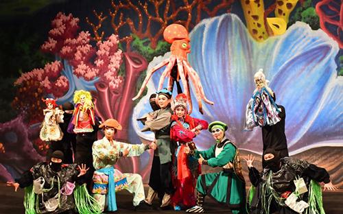 海洋保衛戰 由古都木偶劇團與臺灣豫劇團共同演出
