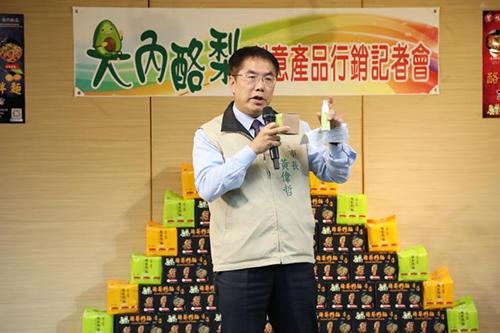 台南市長黃偉哲化身最佳推銷員 行銷大內酪梨籽麵