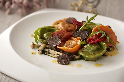 雙色義式菠菜起司餛飩襯春季蘑菇, 黑松露