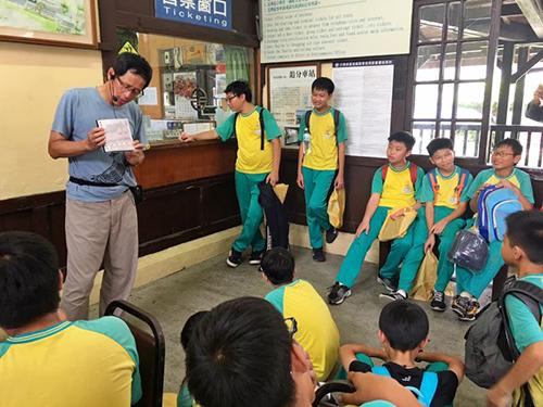 部劉克襄老師分享同學的寫生作品