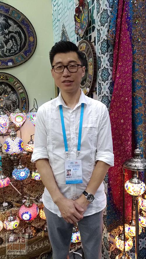 4號展區伊朗進口商中廸萬達經理黃春龍(張汶寧攝)