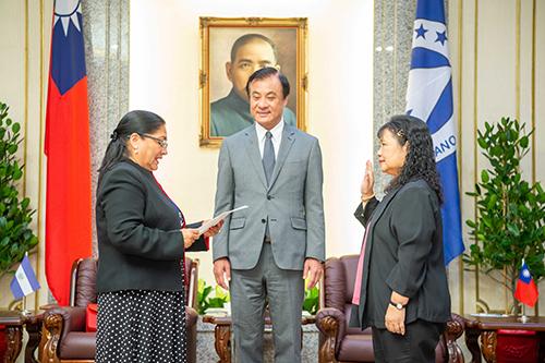 立法院長蘇嘉全會見中美洲議會艾瑪雅議長閣下