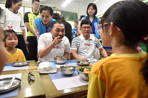 新北市長侯友宜:三年學校自立午餐達五成五