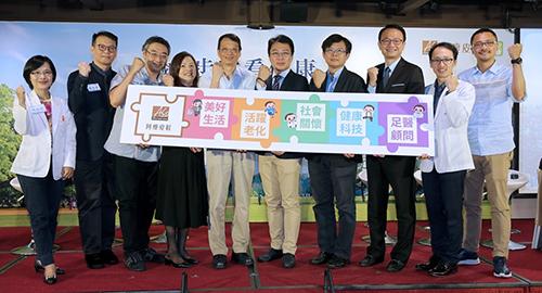 阿瘦皮鞋總經理郭欣怡(左四)