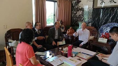 朱主席與來訪人員會談(張汶寧攝)
