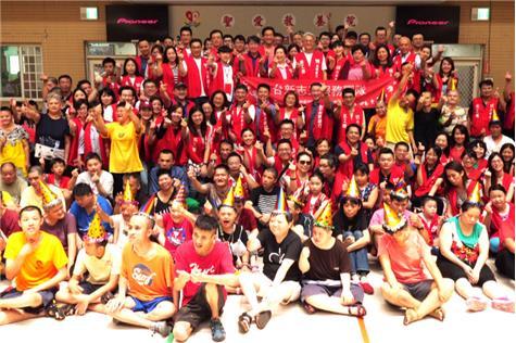 台新金融市場總處百人當志工 吳東亮與聖愛院生同歡