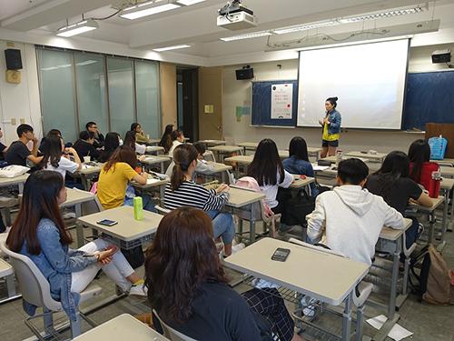 教育部青年署越南契機職場實務-學生專心聽講