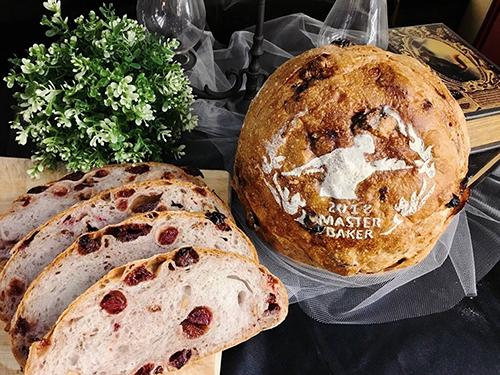 Global Mall新左營車站的莎士比亞烘焙坊,單筆消費滿200元,會員加贈蔬菜乳酪法國。