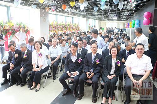 圖二:台北港各團體代表均參與掛牌盛會。(記者陳念祖攝)
