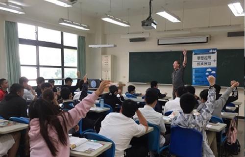 講師與同學熱烈互動