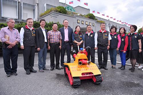花蓮提升消防救災能量 企業捐贈自走式遙控砲塔