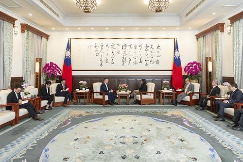 總統蔡英文接見新加坡駐台北商務辦事處黃偉權代表