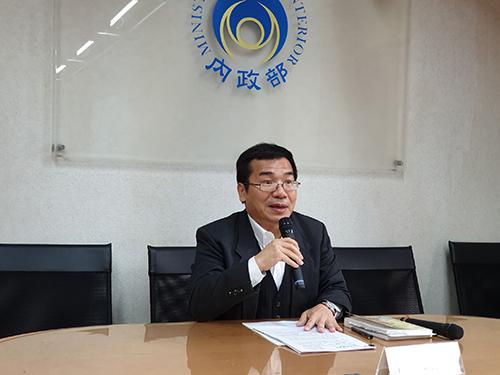 內政部副司長鄭英弘表示仍有246個政黨未完成法人登記