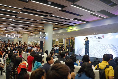 一芳泰國門市開幕,邀請泰國歌唱節目當紅選秀冠軍Nont Thanont歌手站台表演,吸引許多粉絲前往