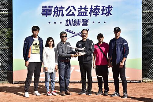 華航培育棒球未來之星 陳偉殷、王維中力挺