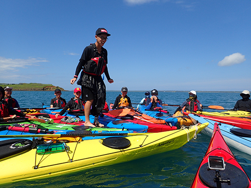 張祖德帶領學生從親近水開始,慢慢接近海,認識海,掙脫限制。