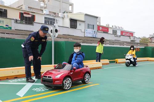 台南市長黃偉哲現身「大台南交通教育主題館」宣導