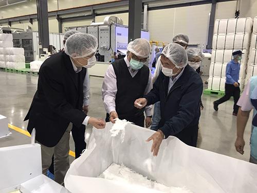 高雄副市長葉匡時訪視亞洲前三大不織布工廠南六企業