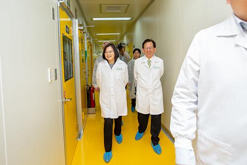 視導高端疫苗 總統蔡英文盼早日成功開發新冠病毒疫苗