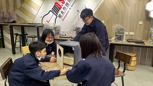 中山國中D.school學生自製簡易紫外線燈箱防疫
