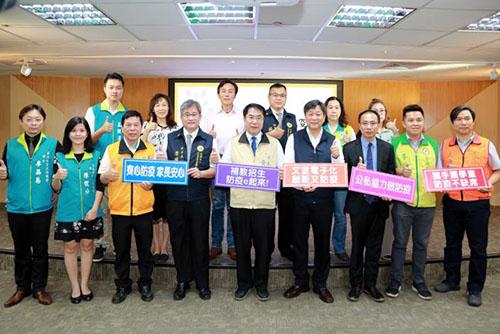 台南市長黃偉哲用心保護學生健康 全國首創補教招生電子化