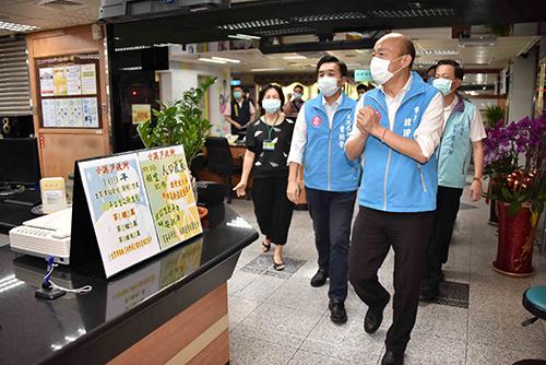 緊盯防疫工作 高雄市長韓國瑜視察確診者活動足跡點