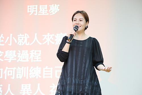 南華大學文學系邀請演藝人員黃錦雯蒞校演講,勉勵大學生築夢踏實 ,創造自我價值。